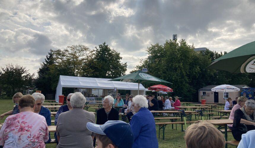 Ökumenischer Kirmesgottesdienst am Kirmesplatz in Gambach